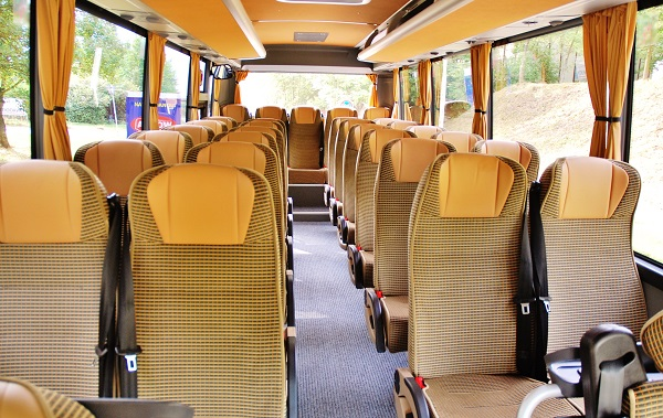 Školní autobus ISUZU Novo prodávaný společností TURANCAR v Česku a na Slovensku: foto: Turancar